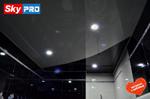 Глянцевый потолок с криволинейной спайкой